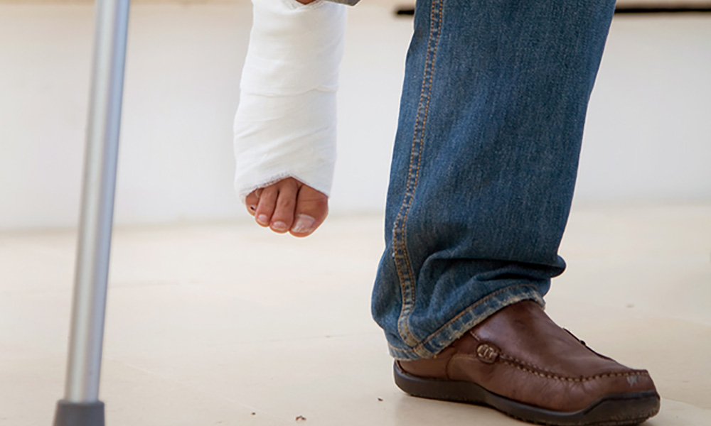 WHAT IS THE DIFFERENCE BETWEEN A PERSONAL INJURY AND A WORKERS' COMPENSATION CLAIM?